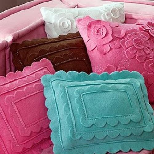 Renkli-keçe-dekoratif-yastık-modelleri