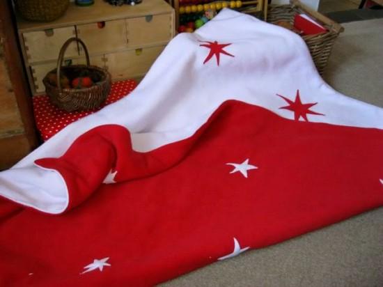 iki-taraflı-kırmızı-beyaz-yıldız-desenli-polar-battaniye-modeli