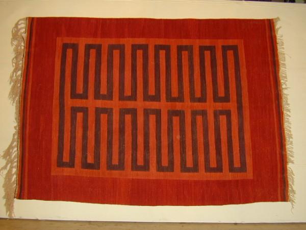 kırmızı renkli kilim modeli