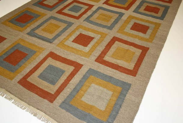 krem desenli kilim modeli
