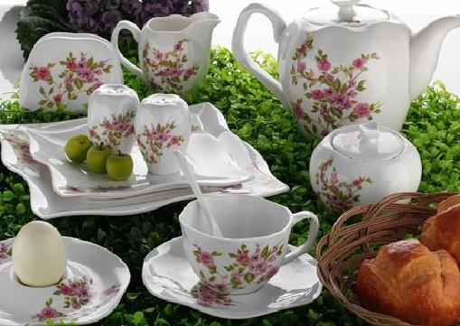 çiçeklerle-süslü-karaca-kahvaltı-takımı