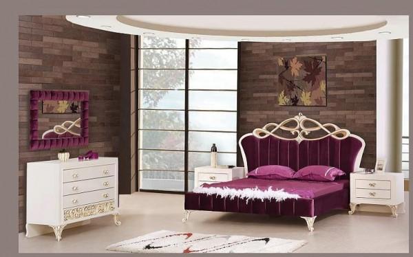 klasik-ve-lüks-morlu-beyaz-işlemelerle-süslü-yatak-odası-modeli