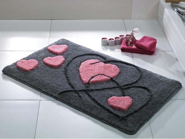 gri-pembe-desenli-banyo-paspası