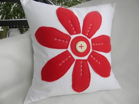kırmızı-çiçek-desenli-modern-kırlent-modeli