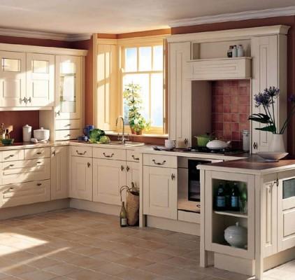 Krem-renk-klasik-country-tarz-mutfak-modeli