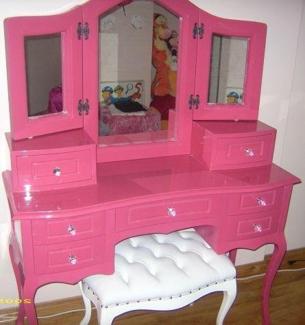genç kız makyaj masası