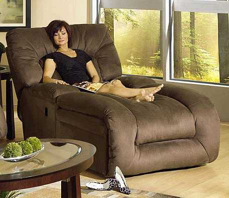 sütlü-kahve-renkli-kadife-dinlenme-koltuğu