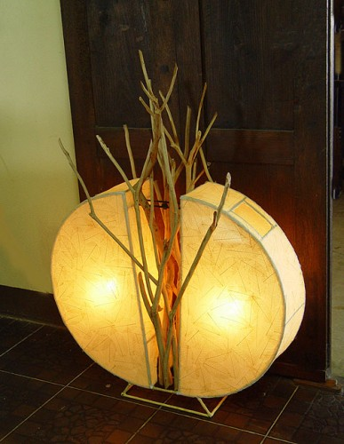 yuvarlak-ağaç-dalı-dekorlu-ahşap-lamba