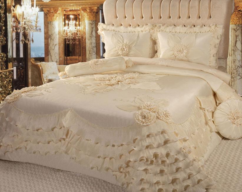 krem yatak örtüsü